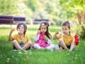Психолог объяснил, почему люди называют детей необычными именами