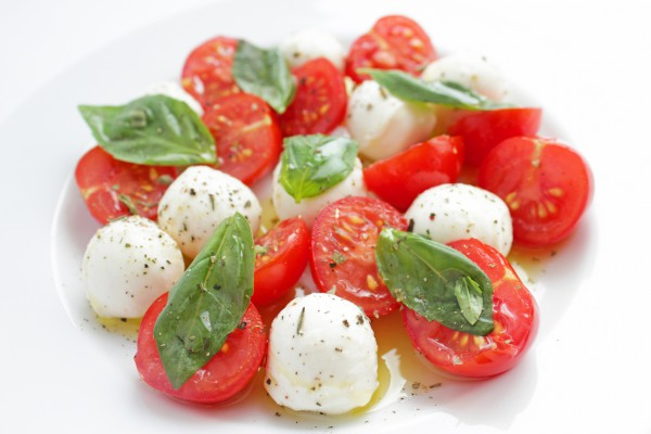 Рецепт                  Капрезе из мини-моцареллы с помидорами черри