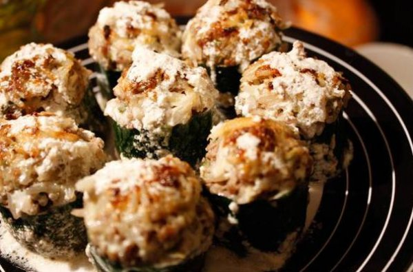 Рецепт                  Кабачки, фаршированные рисом и говядиной