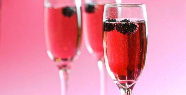 Рецепт                  Новогодний коктейль с шампанским Кир Рояль