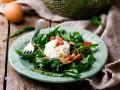 Салат с яйцом-пашот: три вкусные идеи
