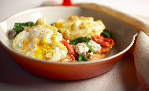 Рецепт                  Яичница с помидорами на овощной подушке