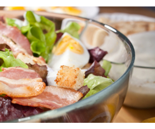 Рецепт                  Салат с беконом, яйцом и сухариками