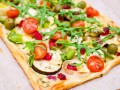 Летний пирог из слоеного теста с овощами