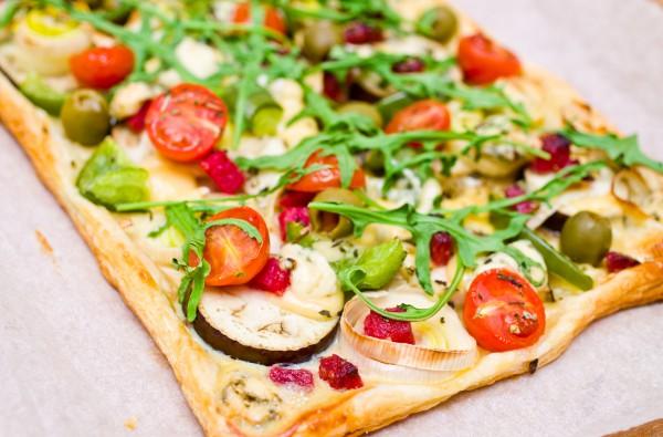 Рецепт                  Летний пирог из слоеного теста с овощами
