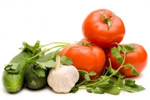 Свежие огурцы и помидоры желательно хранить в сухом и прохладном месте