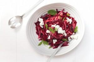 Салат из свеклы, груши и феты