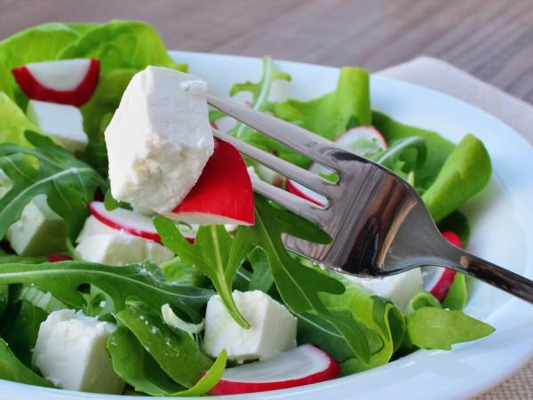 Рецепт                  Весенний салат из редиса и рукколы