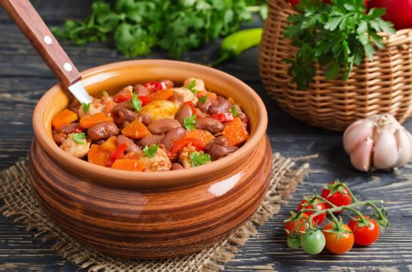 Тушеные овощи с курицей и морковью