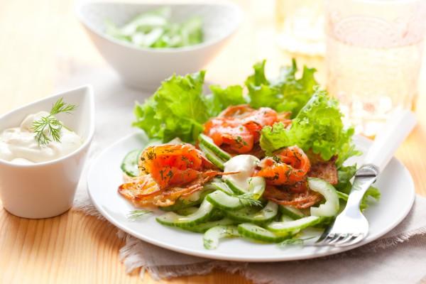 Рецепт                  Летний салат из лосося и огурцов