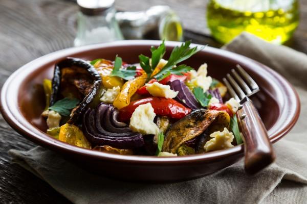 Салат с запеченными овощами новые фото