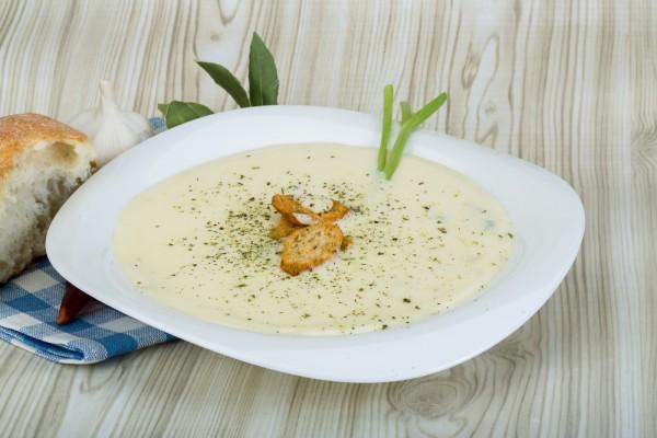 Рецепт                  Суп-пюре из цветной капусты с овощами и сыром