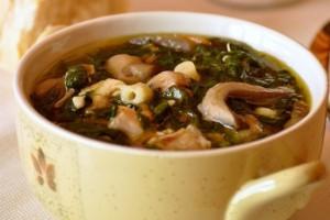 Куриный суп с грибами и шпинатом