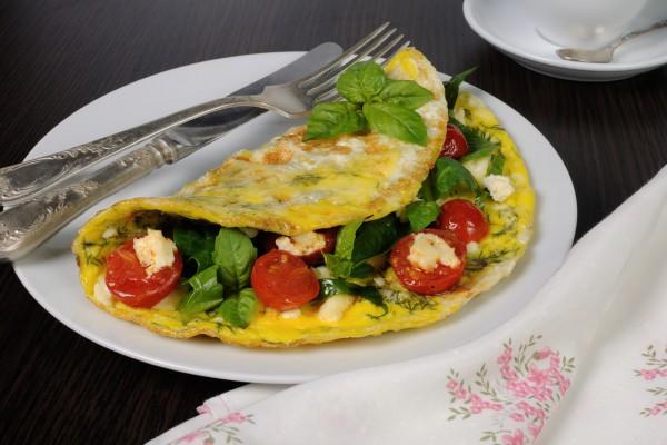 Рецепт                  Омлет с помидорами, сыром и зеленью