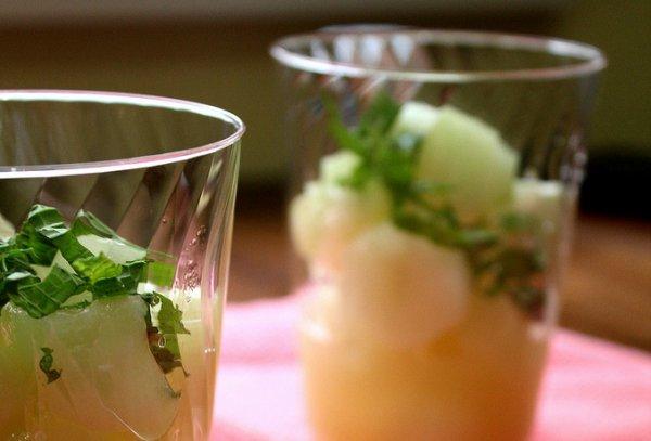 Рецепт                  Салат из дыни и моцареллы