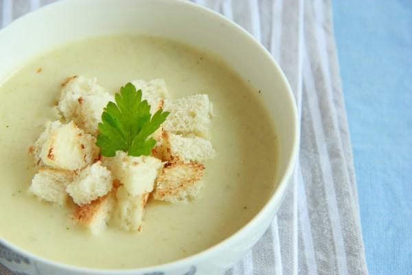 Рецепт                  Крем-суп из кабачков с гренками