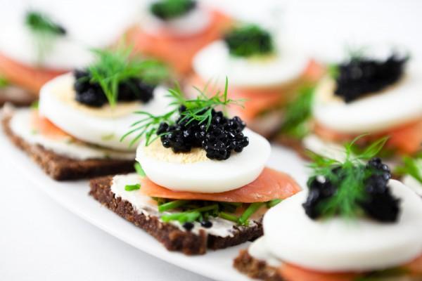 Рецепт                  Новогодние рецепты: Канапе с яйцом и семгой