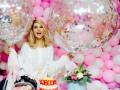 Фанаты Лободы в день ее рождения устроили международный флешмоб