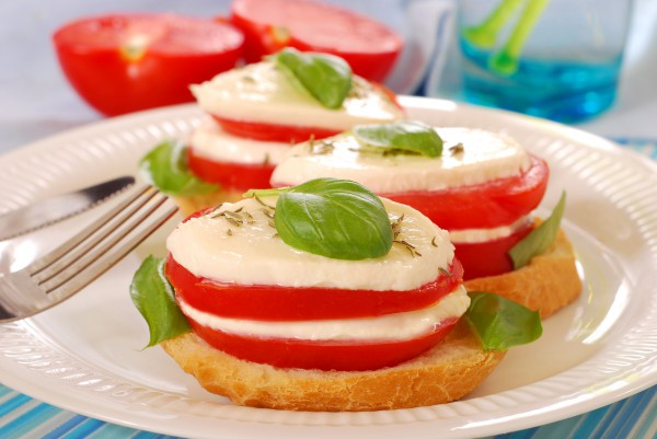 Рецепт                  Бутерброды с помидорами и моцареллой