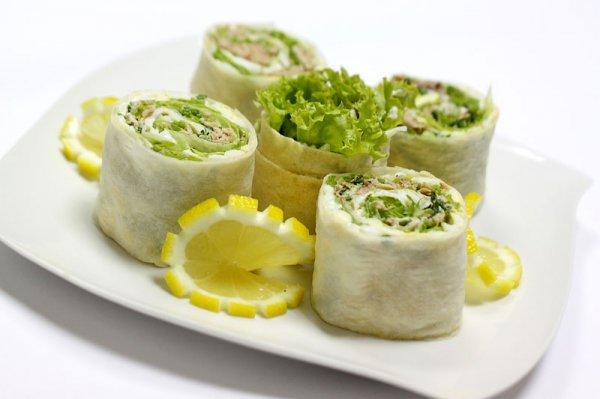 Рецепт                  Рулет из лаваша с тунцом и зеленью