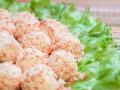 Рецепты на 8 марта: Сырные шарики с крабовыми палочками