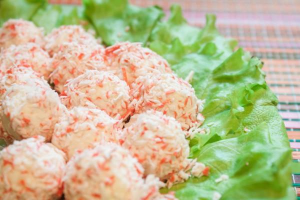 Рецепт                  Рецепты на 8 марта: Сырные шарики с крабовыми палочками