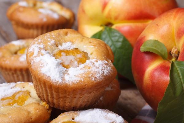 Маффины с персиками и кокосом