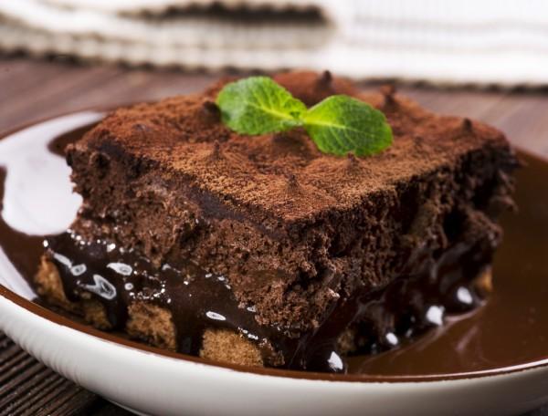 Безмолочный шоколадно-яблочный пирог