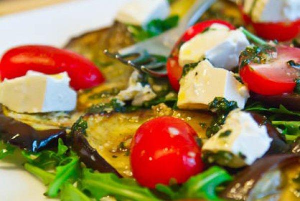 Рецепт                  Салат из баклажанов с помидорами и брынзой