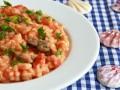 Рис с мидиями в томатно-сливочном соусе