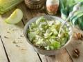 Рождественские рецепты салатов: три идеи с курицей и яблоком