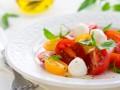 Рецепты на 8 марта: Капрезе из помидоров черри