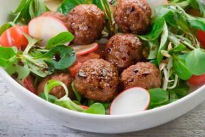 Салат из редиса с мясными шариками