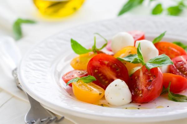 Рецепт                  Рецепты на 8 марта: Капрезе из помидоров черри