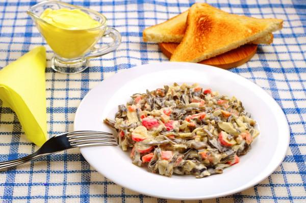 Рецепт                  Салат из крабовых палочек и морской капусты