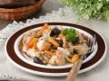 Запеченное куриное филе с овощами и черносливом