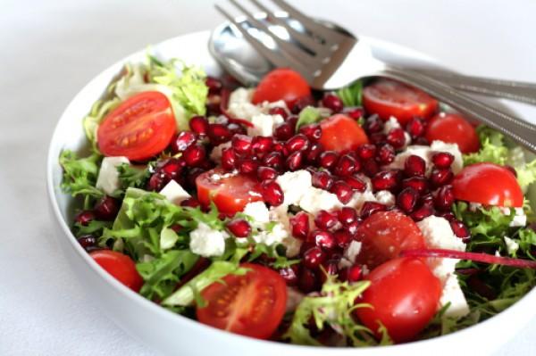 Рецепт                  Новогодние рецепты: Салат с фетой, помидорами и зернами граната