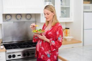 Пестициды, которые попадают в организм беременной вместе с продуктами питания, могут стать причиной недостаточного развития IQ у будущего ребенка
