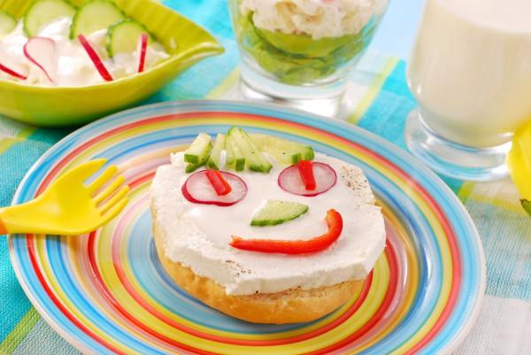 На 1 апреля ребенку можно приготовить шуточный бутерброд