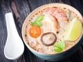 Тайский суп с грибами и креветками