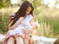 Как правильно прикладывать к груди и кормить малыша