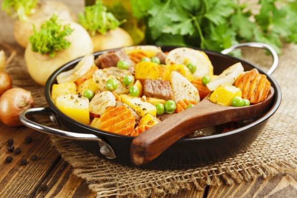 Свинина с картошкой и горошком