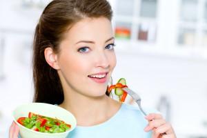 Обязательно добавь в рацион продукты, которые богаты клетчаткой – овощи, фрукты, хлеб с отрубями