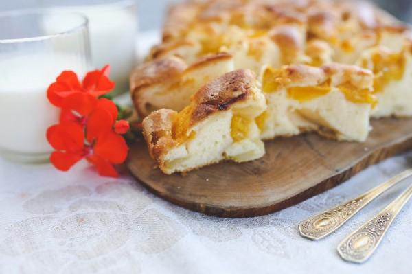 Рецепт                  Пирог с малиной и абрикосами