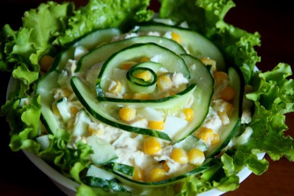 Рецепт                  Новогодние рецепты: Салат из огурцов с кукурузой