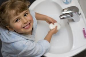 Ребенок должен учиться мыть руки самостоятельно