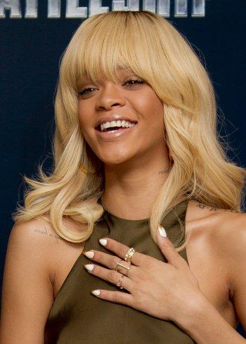 фото рианна блондинка