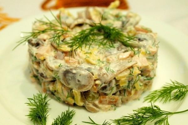 Рецепт                  Салат из копченой курицы с шампиньонами