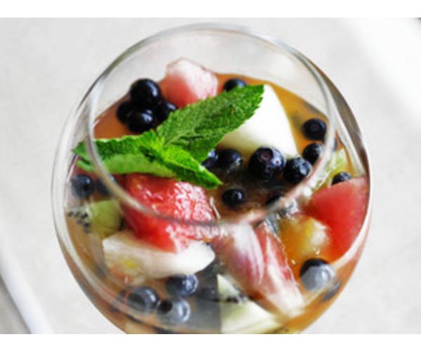 Рецепт                  Фруктовый салат с апельсиновым соусом