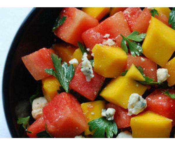 Рецепт                  Арбузно-манговый салат с голубым сыром